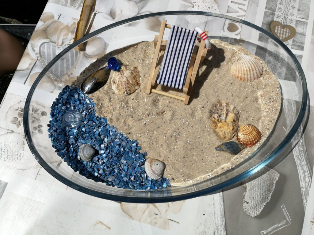 Fertig ist der Miniatur-Strand!